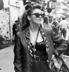 Find images and videos about madonna, 1985 and Desperately Seeking Susan on We Heart It - the app to get lost in what you love. Madonna Rare, 1980s Madonna, Britney Spears, Lady Gaga, 1980s Halloween Costume, Beyonce, Divas Pop, Desperately Seeking Susan, 80s Trends