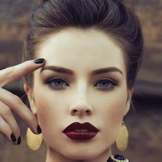 Un maquillaje con sombras marrones es perfecto para el invierno en cualquier ocasión. #maquillaje #belleza #marrón #sombras #mujer