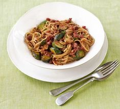 Courgette & tomato linguine