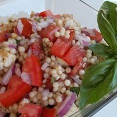 Also works with rice! Fresh tomatoes and mozzarella cheese make a beautiful and hearty salad with Israeli couscous and a generous splash of balsamic vinegar. Couscous Rice, Pearl Couscous Salad, Couscous Salad Recipes, Green Salad Recipes, Side Dish Recipes, Dinner Recipes, Side Dishes, Mozzarella Salad, Caprese Salad