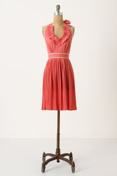 Strawberry-Rhubarb Apron - anthropologie.eu. Ooooo @Carrie Maylor you could actually wear this pinny out!!!