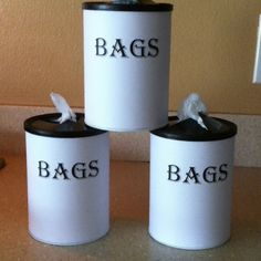 Coffee cans to walmart bag holder. One for each bathroom cabinet to save you the treck to the kitchen on weekly garbage day. ~ Im going to try this with my Formula cans. Grocery Bag Storage, Grocery Bag Holder, Garbage Storage, Plastic Bag Storage, Formula Can Crafts, Baby Formula Cans, Formula Containers, Garbage Day, Plastic Bag Holders
