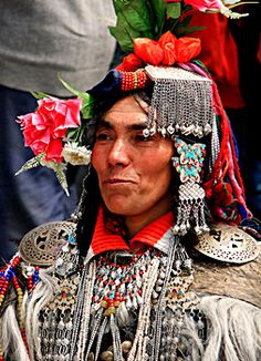 Tribal jewellery of Jammu and Kashmir. I think pictures of the tribal people would be cool to add to our website, too. Traditional Fashion, Traditional Dresses, Ladakh India, India Design, Tribal Dance, Tribal People, Indian Man, Tribal Jewelry, Beautiful People