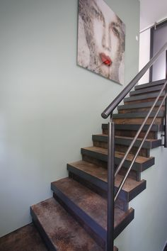 Handrails and stair balustrades in wood, stainless steel or blue steel Stair renovation Upstairs Small Space Interior Design, Interior Design Living Room, Stair Renovation, Open Trap, Modern Railing, New Staircase, Steel Stairs, Industrial Living, Modern Architecture House