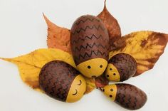 Hedgehog pebble family on leaves finished result - fun kids crafts Quick Crafts, Fun Crafts For Kids, Toddler Crafts, Art For Kids, Arts And Crafts, Conkers Craft, Fairy Houses Kids, Leaf Bowls, Brown Paint