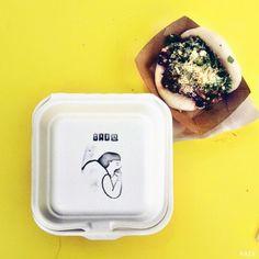 關於 BAO BAR 地址:Netil Market, E8 3RL(Haggerston地鐵站走路15分鐘) 營業時間:每週六12:00~3:30pm 網站:www.baolondon.com 臉書搜尋: BAO Burger Packaging, Food Packaging, Food Branding, Logo Food, Branding Ideas, Bao Bar, Bao Restaurant, Bao London, Cafe Signage