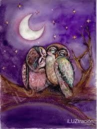Pareja de bhos enamorados en noche de luna llena  Banco de