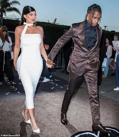 Sharp dressed man: Scott 28 looked strapping in a shimmering. Ropa Kylie Jenner, Kylie Jenner Fotos, Trajes Kylie Jenner, Estilo Jenner, Kylie Jenner Outfits, Kendall And Kylie Jenner, Travis Scott Kylie Jenner, Kyle Jenner, Kardashian Style