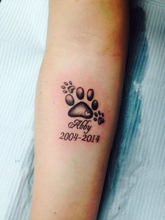 Do you have a dog that has passed on, and want to get a memorial tattoo for him or her? These are 30 of the best memorial tattoos pictures you can find on internet. Trendy Tattoos, Cute Tattoos, Unique Tattoos, Beautiful Tattoos, Small Tattoos, Tattoos For Women, Dog Tattoos, Animal Tattoos, Body Art Tattoos