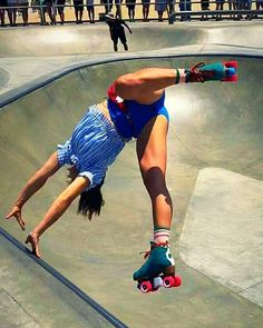 You Don't Get Anymore Old Skool Cool Than These Retro Skater Chicks Gi Joe, Photo Trop Belle, Skate Girl, Pose Reference Photo, Human Poses, Figure Poses, Lolita, Action Poses, Roller Skating