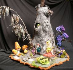 Now *this* is what I call fibre art. Felted Creations - Jenny Romano - Álbuns da web do Picasa Needle Felted Animals, Felt Animals, Wet Felting, Needle Felting, 3d Figures, Felt Fairy, Fairy Furniture, Nature Table, Paperclay