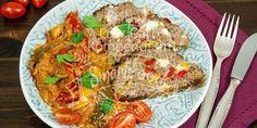 Low Carb Hackbraten mit Feta und buntem Paprikagemüse frisch aus dem Ofen. Bunt und lecker gespickt - so einfach und köstlich geht Low Carb Kochen