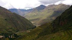 O Vale Sagrado dos incas é uma das atrações mais procuradas do país, ficando atrás apenas de Machu Picchu e a cidade de Cusco. O vale abrange várias cidades e sítios arqueológicos às margens do Rio Urubamba. A região contém numerosos restos arqueológicos e vilas , incluindo as cidades do Inca de Pisac e Ollantaytambo.