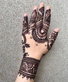 Back Hand Mehndi Design Back Hand Mehndi Designs, Latest Mehndi Designs, Simple Mehndi Designs, Henna Designs, Tattoo Henna, Henna Art, Hand Henna, Hand Tattoos, Mehndi Design Pictures