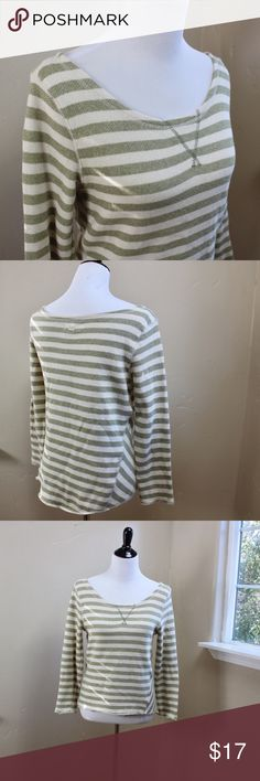 Billabong Top Billabong sweatshirt top. Wide scoop neck and longer rounded hem in back. 100% cotton. Terrycloth type texture - lightweight sweatshirt material. Size Small. Excellent condition. Model is 34/28/36. Thanks! Billabong Tops Tees - Long Sleeve