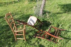 Old chairs before restyling. Sedie prima dell'intervento di restyling, rimozione della seduta in corda.  #oldchairs #vecchiesedie #rinnovare