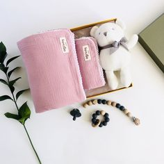 A bright and inviting gift set with beautiful contrasting colours that work so well together. * 4-Layer muslin baby blanket set in Peony with matching white lace trim. Large 130x130cm and small 60x50cm. * Soft knit cotton bear in white with grey ribbon neck tie, measures 16cm from sitting. * Matching silicone and beech wood pacifier clip with paci and teether set in Slate. * All orders arrive beautifully gift wrapped in our Deluxe gift box (35x25x10cm). Re-use as a keepsake box. Muslin Blanket 4