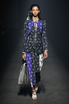 Kenzo Spring 2020 Ready-to-Wear Collection - Vogue Kenzo, Catwalk Fashion, Fashion 2020, Fashion Trends, Vogue Paris, Classy And Fab, Models, Fashion Show Collection, Modest Outfits