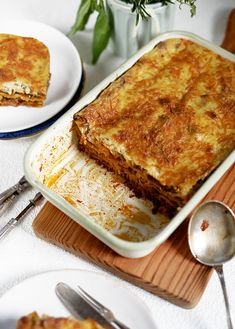 Lemon & Vanilla: Lorraine Pascale dad's lasagne / A lasanha do pai da… Vegeterian Dishes, Lasagne Dish, World Chef, How To Dry Oregano, Food To Make, Meals, Dinners, Food And Drink, Cooking Recipes