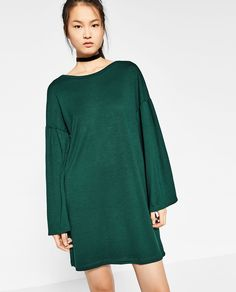 DRESS WITH SLEEVE FRILL DETAILS 649,000 VND COLOR: Green 1971/282