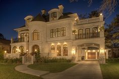 Traditional Exterior Driveway Design, Pictures, Remodel, Decor and Ideas - page 51 Chris Minyard Wayzata, MN Luxury Life, Luxury Homes, Luxury Living, Traditional Exterior, Foyers, House Goals, My Dream Home, Dream Homes, Dream Big