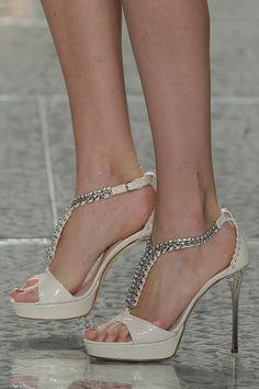 Sapatos para noivas de salto alto de Luís Onofre. #casamento #sapatosdenoiva #bege #LuisOnofre #PortugalFashion