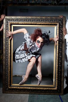"""Secret Show"" Cirque du Soleil performer. So creepy. Dark Circus, Circus Art, Circus Theme, Halloween Circus, Halloween Photos, Photographie D' Halloween, Ste Croix, Halloween Photography, Night Circus"