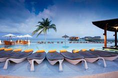 Piscine au Centara Ras Fushi Resort And Spa - Maldives