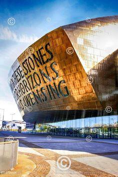 Wales Millennium Centrum v Cardiff. The Wales Millennium Centre in the Cardiff Bay area of Cardiff.