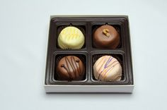 Yes, we have gift boxes!  This assortment is our Heavenly Gourmet Collection.  We know you will enjoy it....yum!