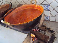 Doce de abóbora feito no tacho de cobre no fogão a lenha