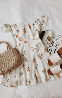 """spring dresses spring outfits outfit ideas ideas for spring womens fashion acc. - outfits , spring dresses spring outfits outfit ideas ideas for spring womens fashion accessories Source by """" , """" Mode Outfits, Casual Outfits, Fashion Outfits, Womens Fashion, Fashion Ideas, Fashion Trends, Fashion Clothes, Dress Fashion, Fashion Fashion"""