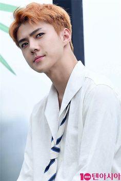 """Em út của EXO Sehun đúng chuẩn """"soái ca sơ mi trắng"""" khi anh chàng """"đốn tim"""" không biết bao fangirl với diện mạo này."""
