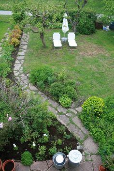 large pieces broken concrete for pathway Broken Concrete, Outdoor Spaces, Outdoor Decor, Outside Living, Garden Planning, Pathways, Backyard Ideas, Cement, Garden Art