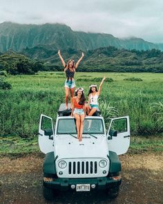 Have you ever been to Hawaii? We're here this week on a culinary road trip with & attending the Have you ever been to Hawaii? We're here this week on a culinary road trip with & attending the Cute Friend Pictures, Best Friend Pictures, Cute Pictures, Hawaii Pictures, Road Pictures, Cute Friends, Best Friends, Road Trip Photography, Senior Trip