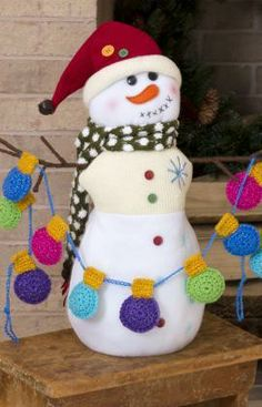 Holiday Light Bulb Garland Free Crochet Pattern from Red Heart Yarns