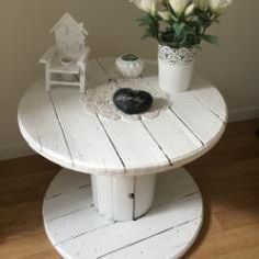 White painted reel table ❤ #upcycling  #spooltable  #cabledrum