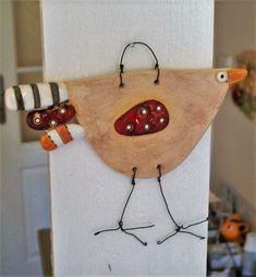 Ptákošláp+Keramický+ručně+modelovaný+reliéfní+ptáček,glazovaný+barvami+s+efekty.+Keramika+kombinována+s+drátem.+velikost....13x15cm