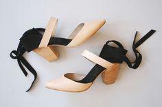 beautiful beautiful shoes....A DetacherAgatha