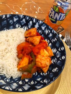 Fancy trying Slimming World Fanta chicken? This Syn free option is just like sweet and sour from your favourite Chinese takeaway! Slimming World Fanta Chicken, Sp Meals Slimming World, Slimming World Recipes Syn Free, Satay Recipe, Cooking Recipes, Healthy Recipes, Diet Recipes, Chicken Recipes, Side Salad