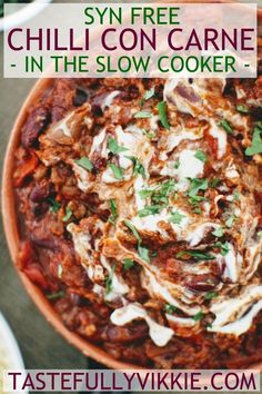 Slimming World Chilli Con Carne: Slow Cooker & Syn Free - Tastefully Vikkie astuce recette minceur girl world world recipes world snacks Slimming World Chilli, Slow Cooker Slimming World, Slimming World Treats, Slimming World Dinners, Slimming World Chicken Recipes, Slimming World Recipes Syn Free, Slimming Eats, Chicken Curry Slimming World, Slimming World Syns