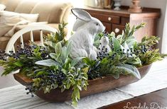 Oster Dekor, Easter Table Decorations, Easter Centerpiece, Spring Decorations, Bowl Centerpieces, Table Centerpieces For Home, Easter Flower Arrangements, Dining Room Centerpiece, Dining Table