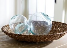 Go eco-chic with this fantastic globe. Shaped entirely from 100% recycled glass.