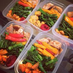 5 lunches done! Haven't showed all my snacks etc but you'll see those day by day. In each tupperware there is spiced chicken roasted peppers chargrilled broccolini baked sweet potato and a peppadew pepper. #weightloss #whatieat #eatclean #ukfitfam #iifym #protein #lunches #packedlunch #healthy #healthyeating #fitness #fooddiary #diet #carbs #calories #cleaneating #balance #nutrition #mealprep #myfitnesspal #mealprepsunday by _emilyeats_