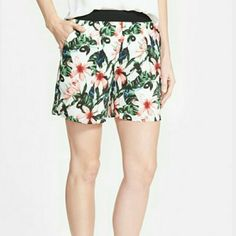 """Vince camuto floral shorts NWT  HP SUMMER PREVIEW BY KARISRENEE HP CASUAL FRIDAY BY SHOVAL24   These shorts are perfect for summer!! They feature: Relaxed fit thru the thigh, vibrant floral pattern, solid elastic waistband, side hand pockets, measurements are waist 30"""" out seam 15"""" front rise 11"""" back rise 17"""" and leg opening 28"""". Vince Camuto Shorts"""