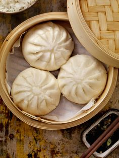 Recette Banh Bao - The Best Asian Recipes Banh Bao Recipe, Chinese Food, Japanese Food, Pork Buns, Dim Sum, Asian Recipes, Love Food, Food Porn, Food And Drink