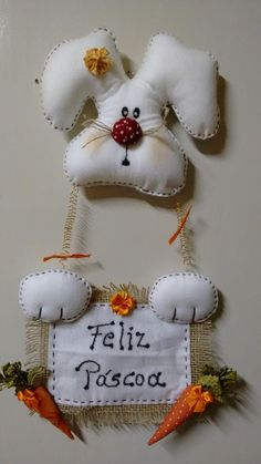 coelhinho da páscoa que trazes pra mim?? Bunny Crafts, Felt Crafts, Easter Crafts, Diy And Crafts, Crafts For Kids, Sewing Dolls, Sewing Box, Happy Easter, Easter Bunny