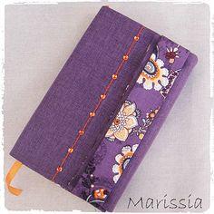Protège-livre grand format violet fait main en tissu : Autres sacs par marissia