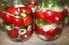 A paradicsomot nem lehet megunni, ha télen is szívesen fogyasztanád, próbáld ki ezt a receptet! Fontos, hogy kerti paradicsomból készítsd. Egészséges paradicsomokat válassz, amelyek repedezettek[...] Ital Food, Vegetarian Recipes, Cooking Recipes, Good Food, Yummy Food, Pickling Cucumbers, Hungarian Recipes, Kinds Of Salad, No Bake Cake
