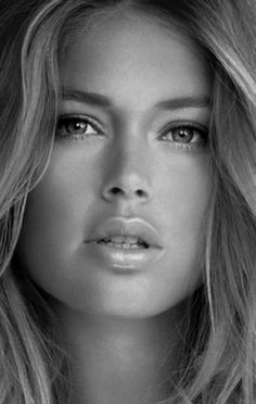 If you're tired of buying more and more beauty products, and in the end always use the same ones, or they don't fit in your bathroom, we have the solution for you. Most Beautiful Faces, Beautiful Eyes, Gorgeous Women, Doutzen Kroes, Just Girl Things, Black And White Portraits, Interesting Faces, Woman Face, Pretty Face